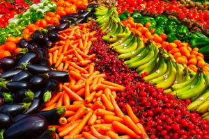 Как правильно выбирать овощи, фрукты в магазине и на рынке - видео