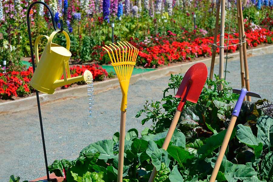Как заточить лопату быстро и легко очистить садовую лейку
